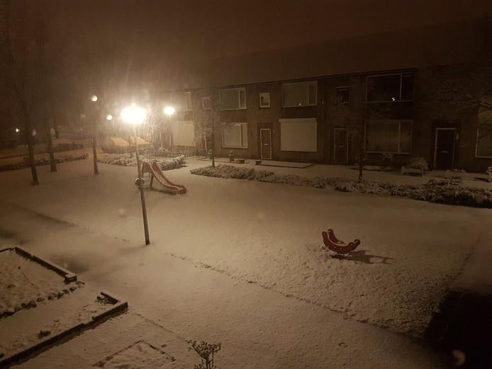 Rick Sleenhoff maakte een foto van de sneeuw die donderdagavond in Waalwijk viel.