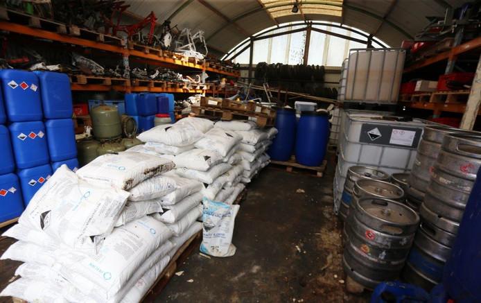 Met het oprollen van een bende die drugs chemicaliën vanuit Polen naar Nederland haalde, viel de politie ook binnen bij zes drugslabs, waaronder een in Zaltbommel .
