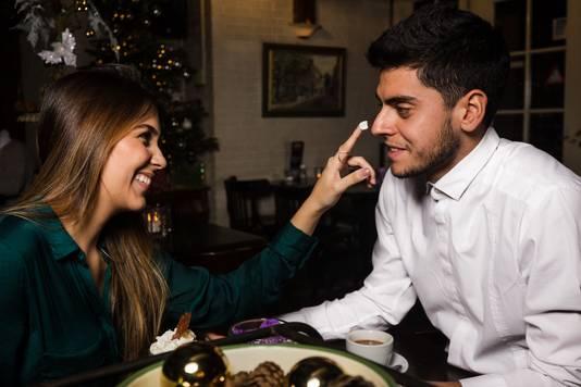 Voetballer Matheus Menezes (r) met zijn vrouw Raissa (l).