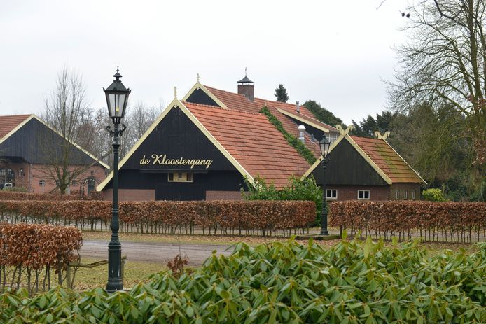 Foto van de buitenkant van restaurant De Kloostergang in Zenderen.