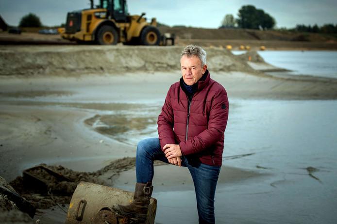 Herman van der Linde bij zandwingebied Over de Maas.