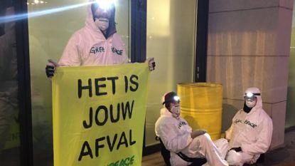 Greenpeace blokkeert ingang van Engie Electrabel om aandacht te vragen voor kernafvalcrisis