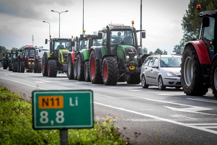 Protesterende boeren op de N11 in oktober vorig jaar.