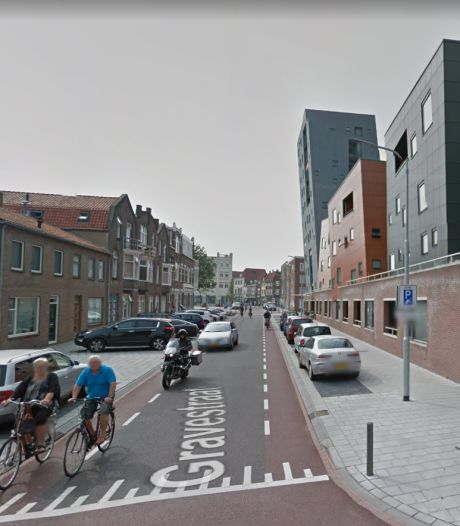 Roosendaler ramt meerdere auto's in Vlissingen en komt tegen muur tot stilstand