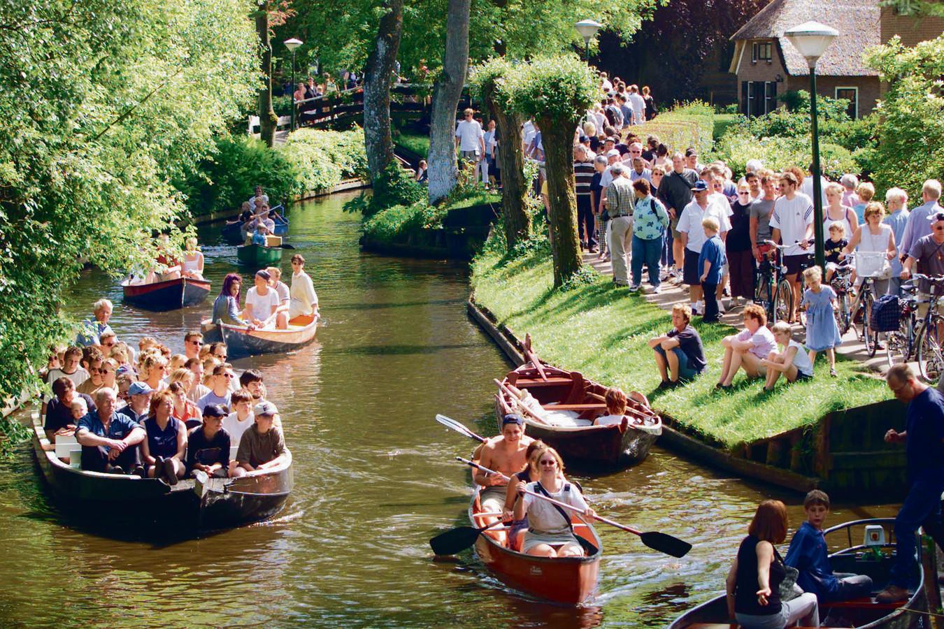 In het populaire waterdorp Giethoorn geven toeristen jaarlijks ruim 30 miljoen euro uit.
