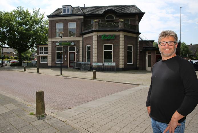 Gerben Wechgelaer, voor café Concordia, wil gastheer zijn van kroegtijgers, muzikanten, toeristen en verenigingen.
