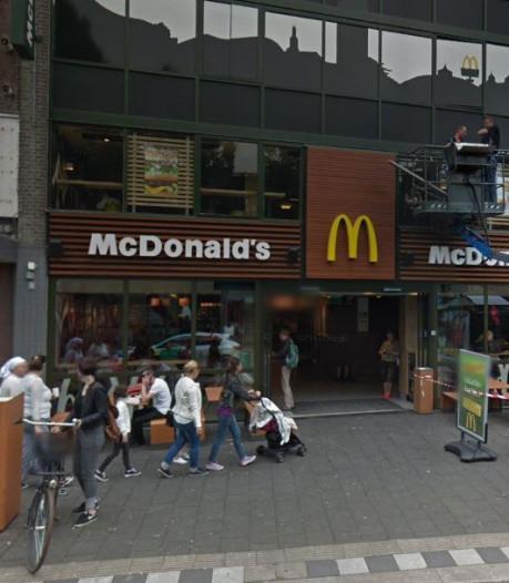 Man met McDonald's-verbod wil niet weg uit restaurant in Breda, politie treedt op