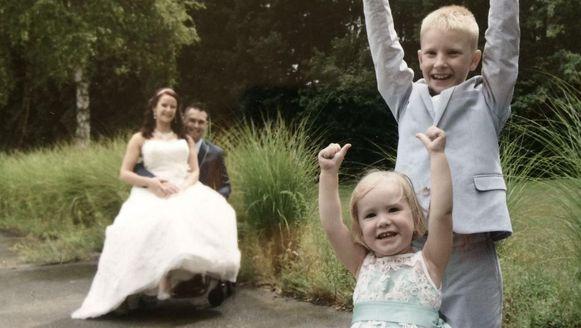 Christophe Van Looy en Wendy Versweyvelt op hun huwelijksdag.