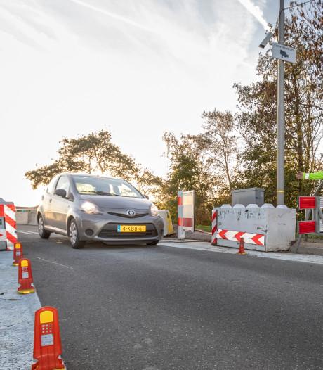 'Tijdelijk ponton voor fietsers tijdens vervanging Langebrug in Oud Ade'