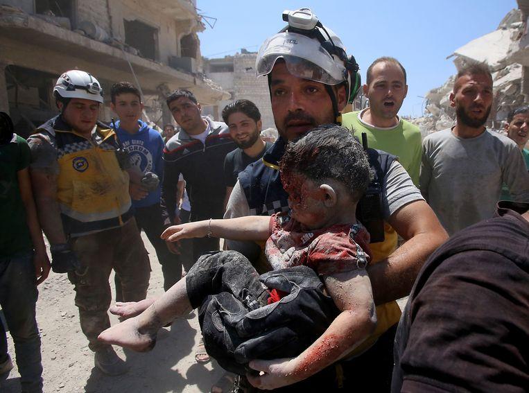 In de stad Maaret al-Numann raakten 105 mensen gewond, onder wie ook kinderen.