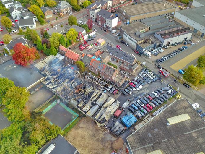 Luchtfoto van de schade na de brand in Veldhoven.