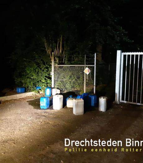 Drugsafval gedumpt aan de Schenkeldijk in Dordrecht