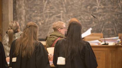 Drugdealer samen met moeder en vriendin veroordeeld