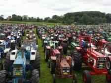 600 tractoren tuffen door Boekel tijdens bijzonder hete Open Tractorrit