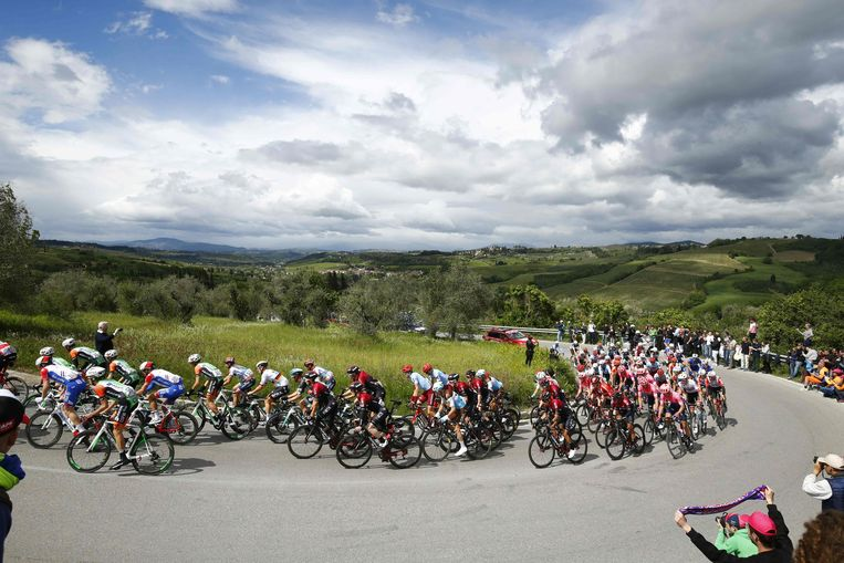 Het Giro-peloton.