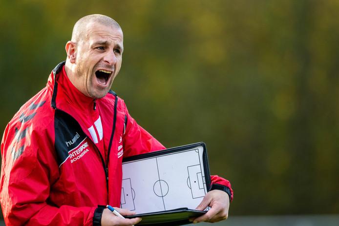 Arnold Roossien blijft langer aan FC Kraggenburg verbonden.