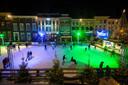 De schaatsbaan op de Grote Markt in Breda tijdens Winterland Breda. Waarom was de baan in Prinsenbeek goedkoper, vraagt Breda'97 zich af.