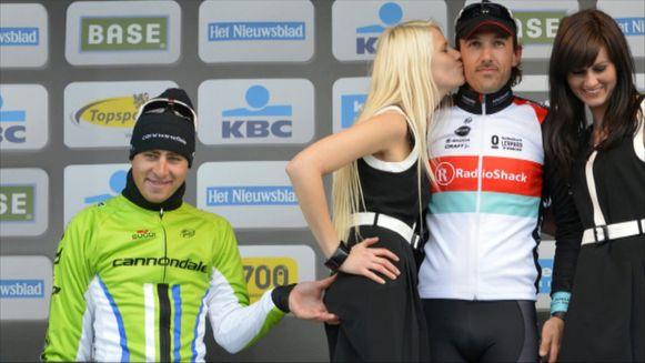 Peter Sagan kneep in 2013 in de billen van bloemenmeisje Maya tijdens de Ronde van Vlaanderen.