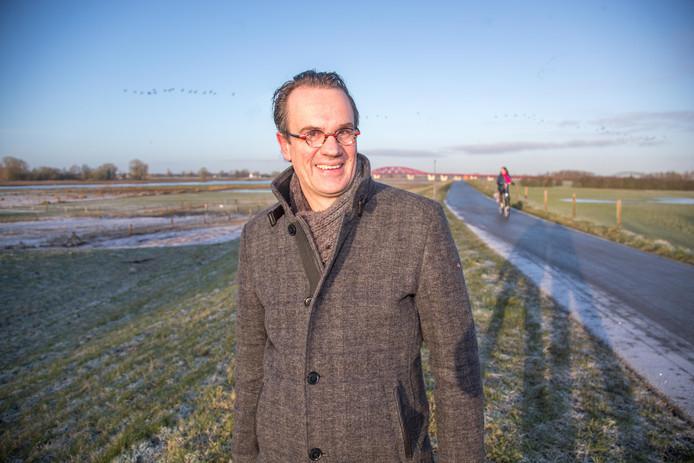 Zomer en winter: Wim Eikelboom is ondanks zijn drukke baan bij de radio in Hilversum bijna dagelijks langs de IJssel te vinden.
