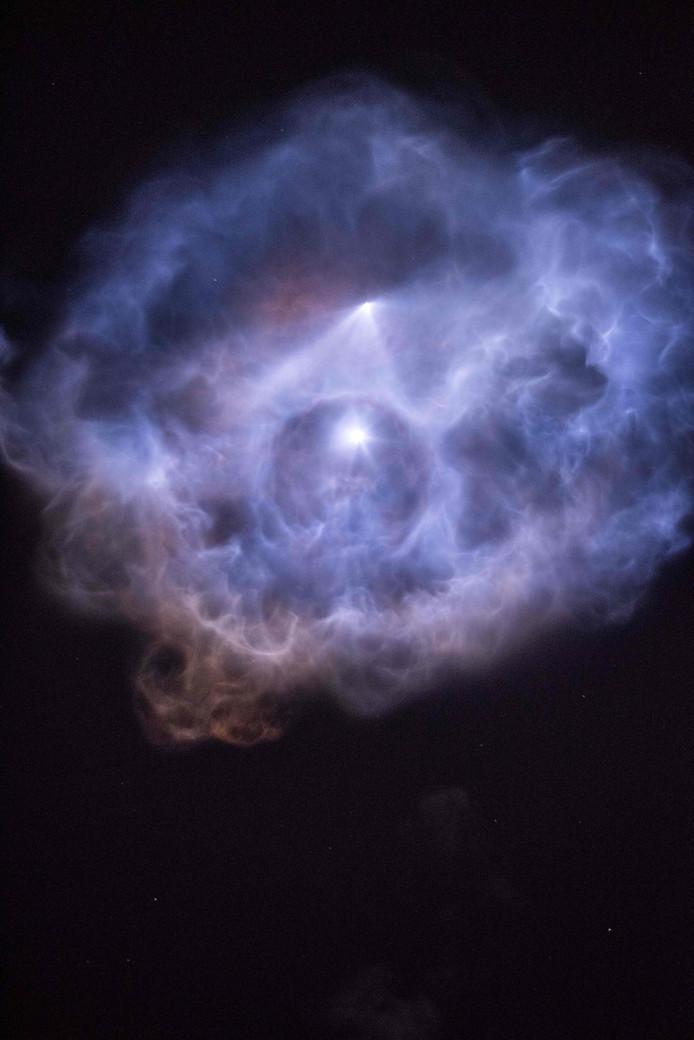 Een luchtfoto van Falcon 9 van SpaceX. De raket slaagde erin om weer veilig te landen.