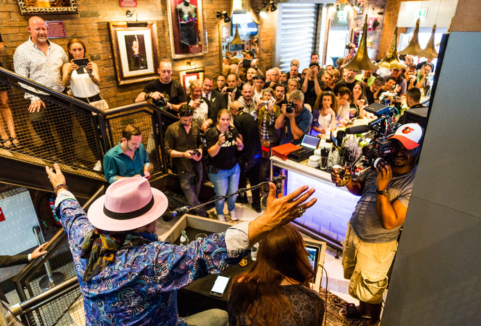 Het optreden van Little Steven trok in het Hard Rock Café in Amsterdam deze zomer veel bekijks.