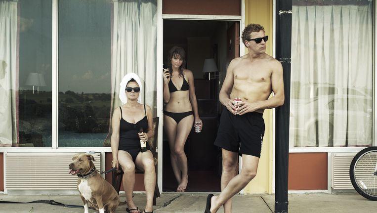 Vlnr: documentairemaker Simone de Vries, fotografe Robin de Puy en cameraman Maarten van Rossem in Loudon, Tennessee. Beeld Robin De Puy