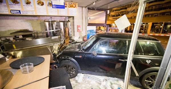 Minderjarige bestuurder vernielt kebabzaak na vlucht voor for Kebabzaak amsterdam