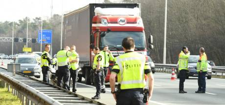 Loper op snelweg slechts lichtgewond na aanrijding op A28 bij Den Dolder