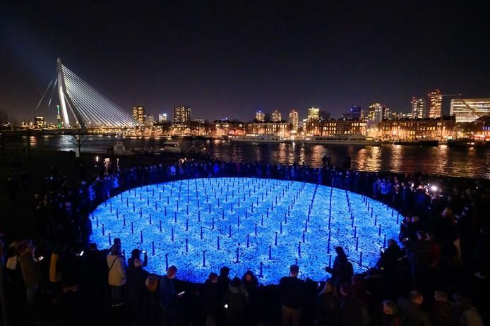 Het monument Levenslicht van kunstenaar Daan Roosegaarde uit Waddinxveen in Rotterdam.