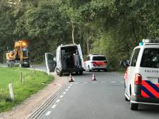 Motorrijder (58) uit Udenhout overleden bij ongeval met graafmachine in Helvoirt