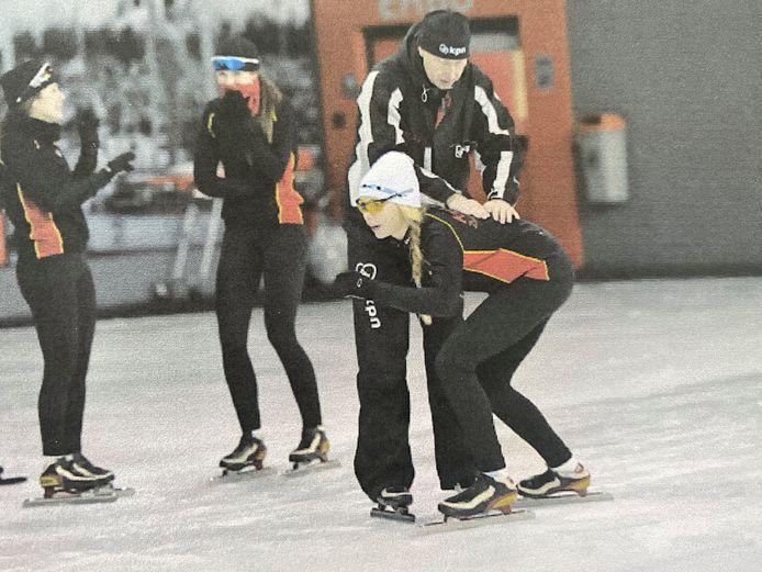 Jutta op schaatsles in haar jeugd
