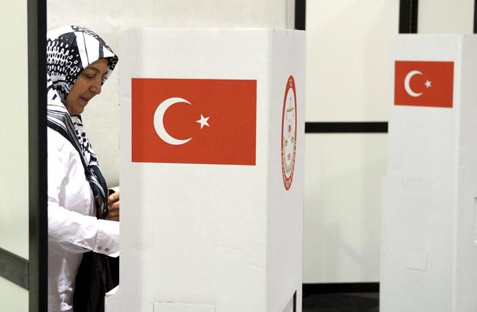 In Deventer mogen de komende dagen zo'n 72.000 kiesgerechtigde Turken uit Groningen, Friesland, Overijssel, Drenthe en Gelderland hun stem uitbrengen.