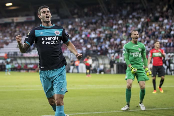 PSV-speler Gaston Pereiro heeft de 0-2 gescoord.