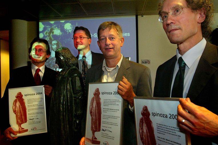 De Spinozapremie werd in 2004 toegekend aan vier Nederlandse toponderzoekers. (VLNR) De chemicus Ben Feringa, aardkundige Jaap Sinninghe Damste, sterrenkundige Michiel van der Klis en de pedagoog Rien van IJzendoorn worden onderscheiden. De premie is de grootste Nederlandse onderscheiding in de wetenschap.  Beeld Nederlandse Freelancers
