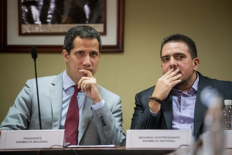 OppositieleiderJuan Guaido (links).