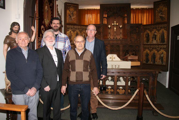 Bestuursleden en vrijwilligers van het Poldermuseum hebben hard gewerkt om het interieur van de Berendrechtse kerk over te brengen naar het Poldermuseum.