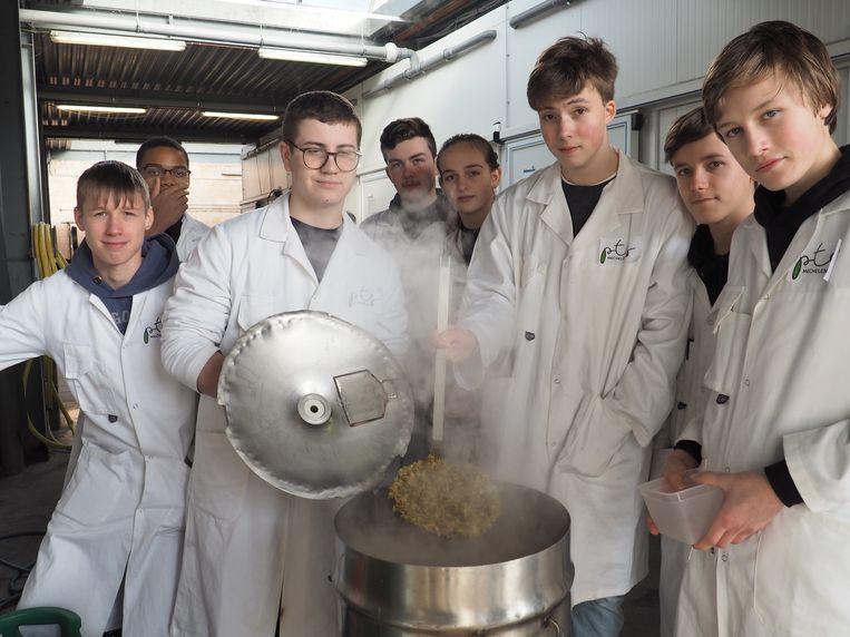 De leerlingen van PTS Mechelen doopten hun bier Nekker.