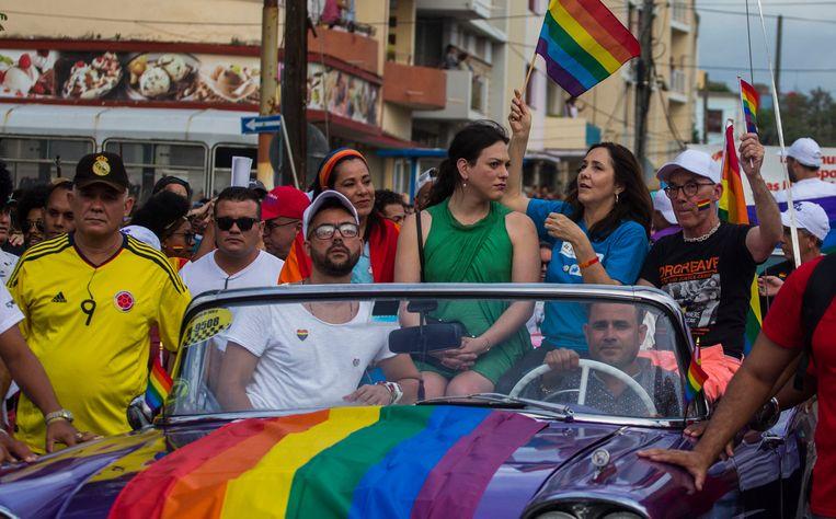Vorig jaar zwaaide Mariela Castro, de dochter van Raul Castro nog met de regenboogvlag tijdens de Gay Pride parade in Havana, dit jaar mocht de optocht niet doorgaan.