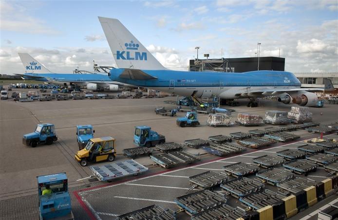 Bagagekarretjes en vliegtuigtrappen kunnen door de mini-zendertjes van Undagrid voortdurend worden gevolgd.