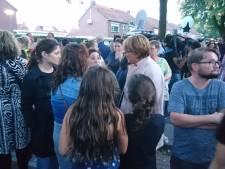 Inwoners Oss massaal bij rampplek:  'Geef je kinderen een dikke knuffel'