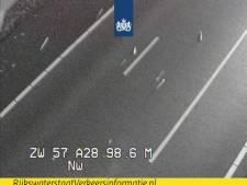 Hout op de weg: tijdelijk twee rijstroken dicht op de A28