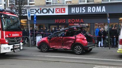 Drie gewonden door knal tussen tram en wagen op Turnhoutsebaan