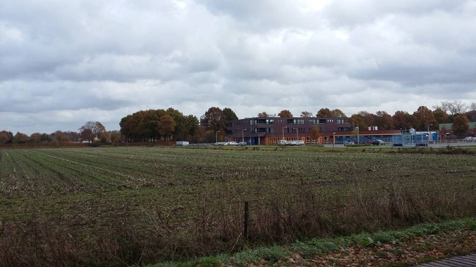 De aangewezen locatie van het nieuwe zwembad aan de Prinsenweg. foto Ronald Vrugteman