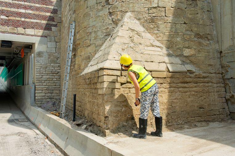 Schepen Annick De Ridder was enorm onder de indruk van de werken en van de geheimzinnige piramide.
