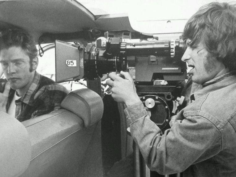 Steven Spielberg (R) tijdens de opnamen van The Sugarland Express (1974). Beeld null
