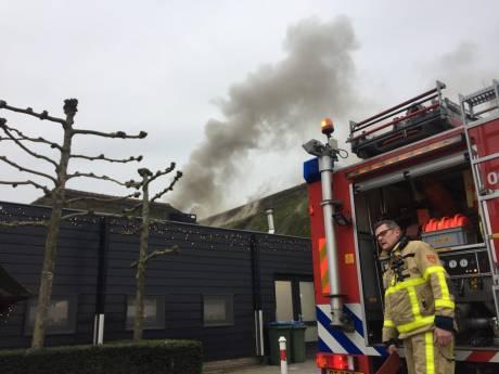Brand in dak Zwaluwhoeve in Hierden