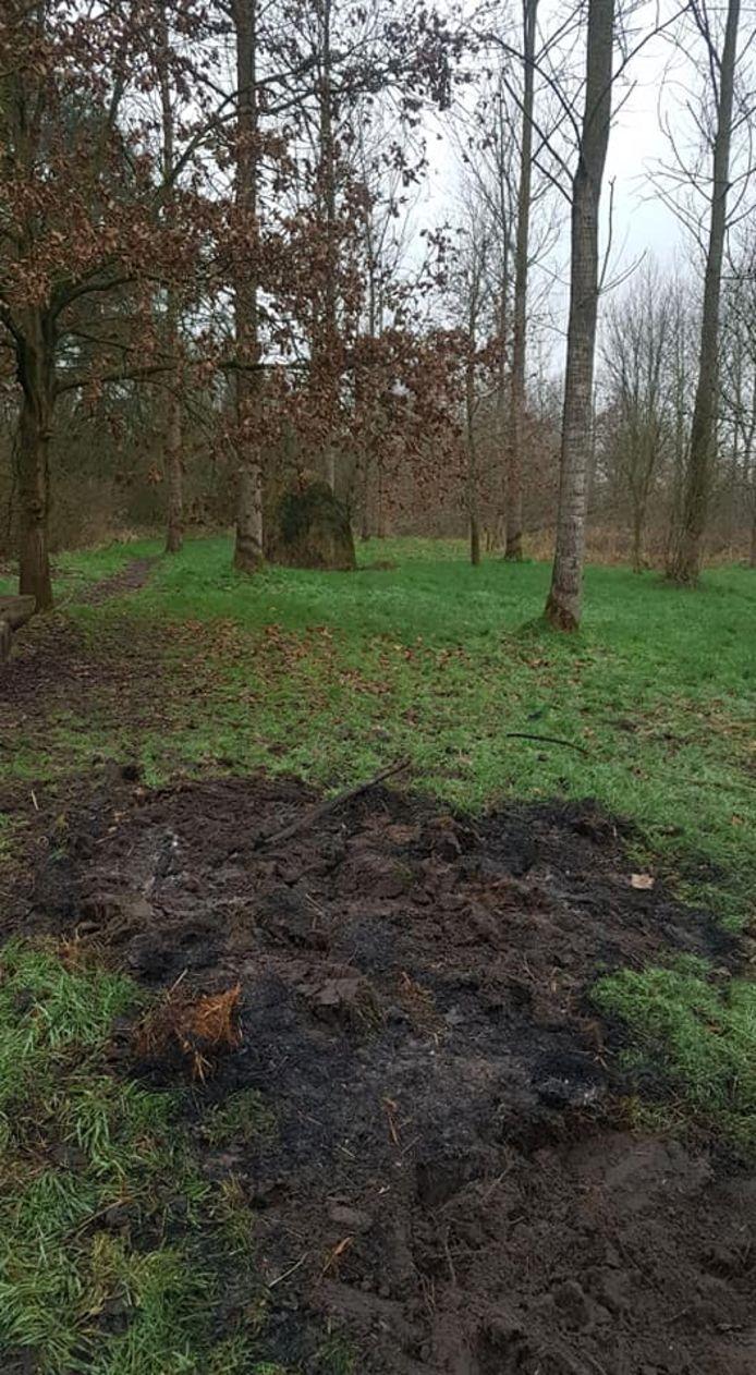 De hooiopper werd in brand gestoken omdat zelfontbranding in deze tijd van het jaar onmogelijk is.