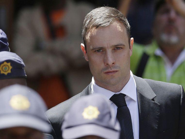 Oscar Pistorius in oktober buiten de rechtszaal in Pretoria. Beeld ap