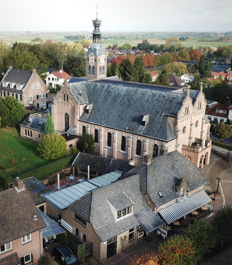 Kerk Beek nu ook samen met pastorie en café te koop voor 1,5 miljoen