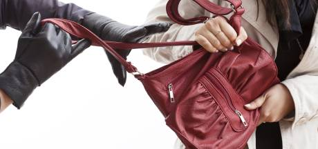 Arnhemse raakt haar tas kwijt bij straatroof in Utrecht